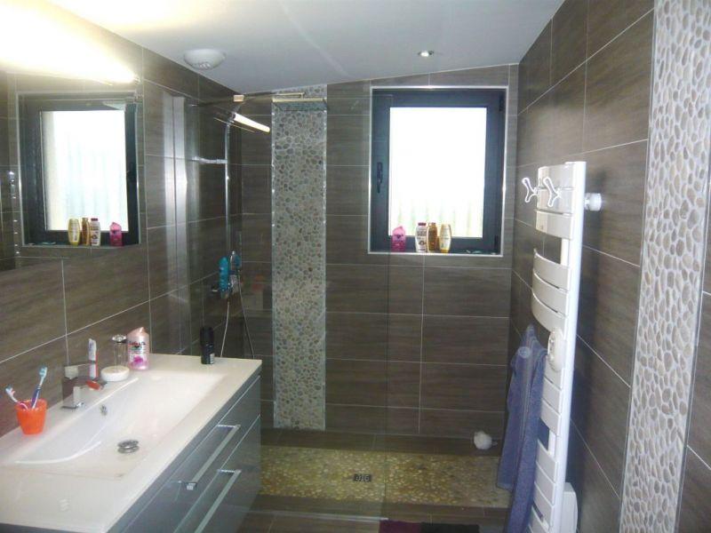 R novation d 39 une salle de bain allauch nardou for Modele de douche dans une chambre